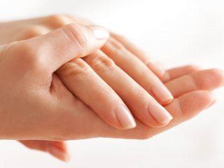 指先が知らせる健康サイン こんな爪は危険信号!