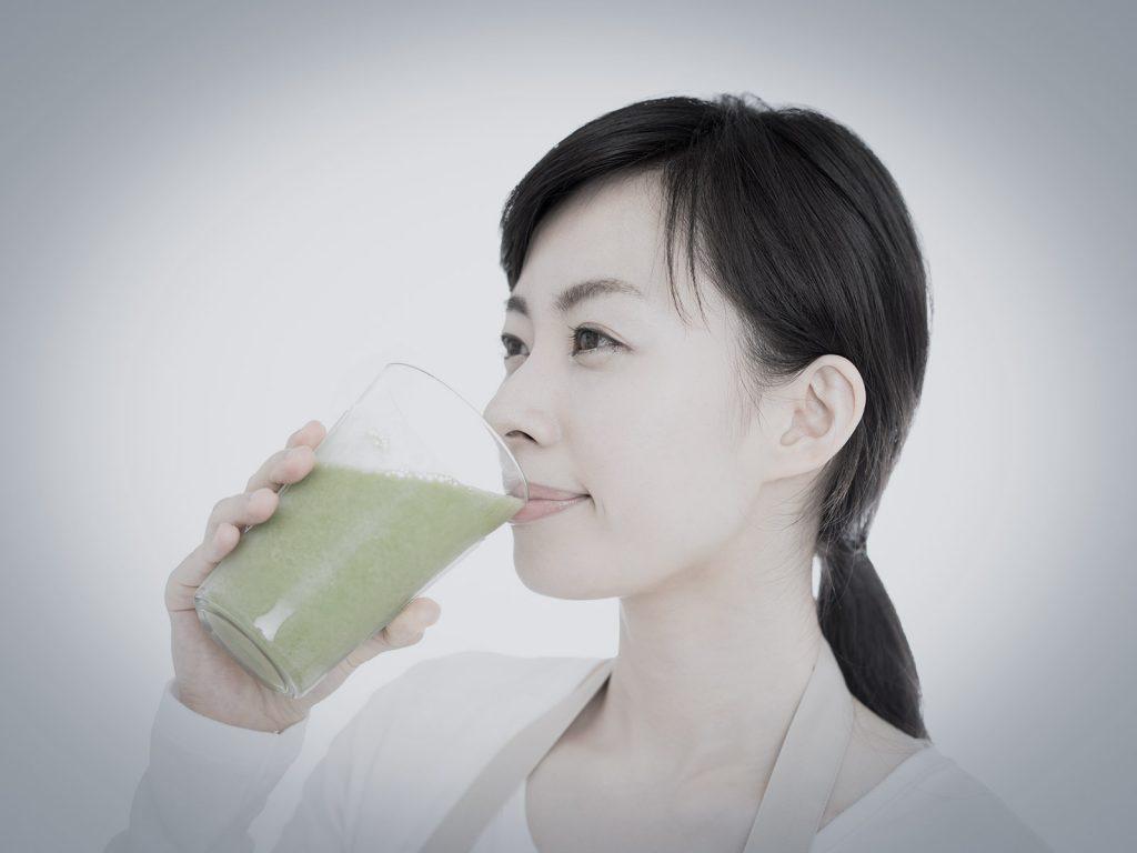 冷たいスムージーやフルーツジュース、健康のために飲んでいたのに逆効果?