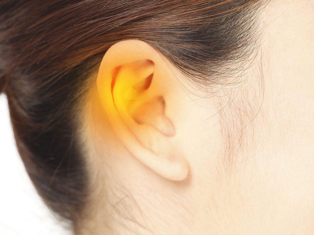 血行不良を感じたら温めるべき3カ所「耳の付近」