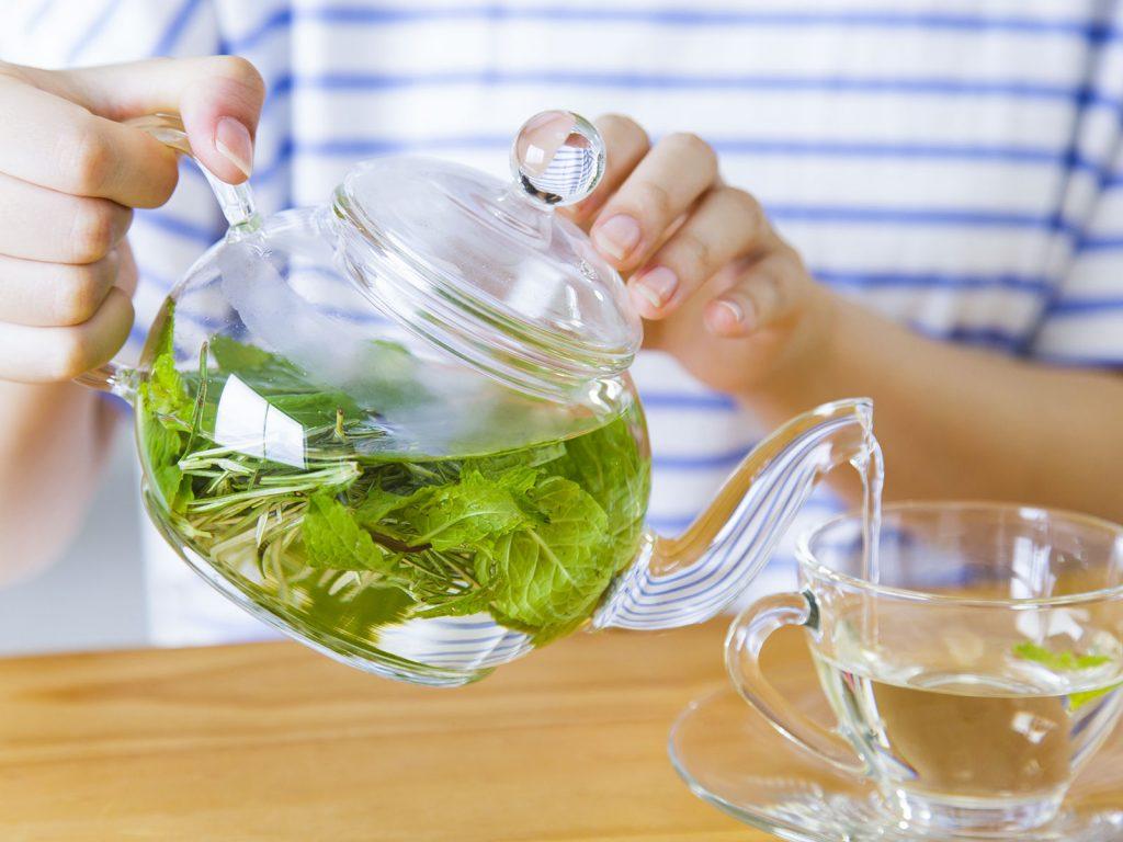 ミントのお茶とマスクで花粉症の症状を和らげよう