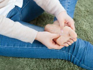 梅雨の時期は要注意!あなたの足にも水虫菌が!?