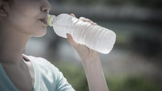 間違った水分補給で「ペットボトル症候群」に!!