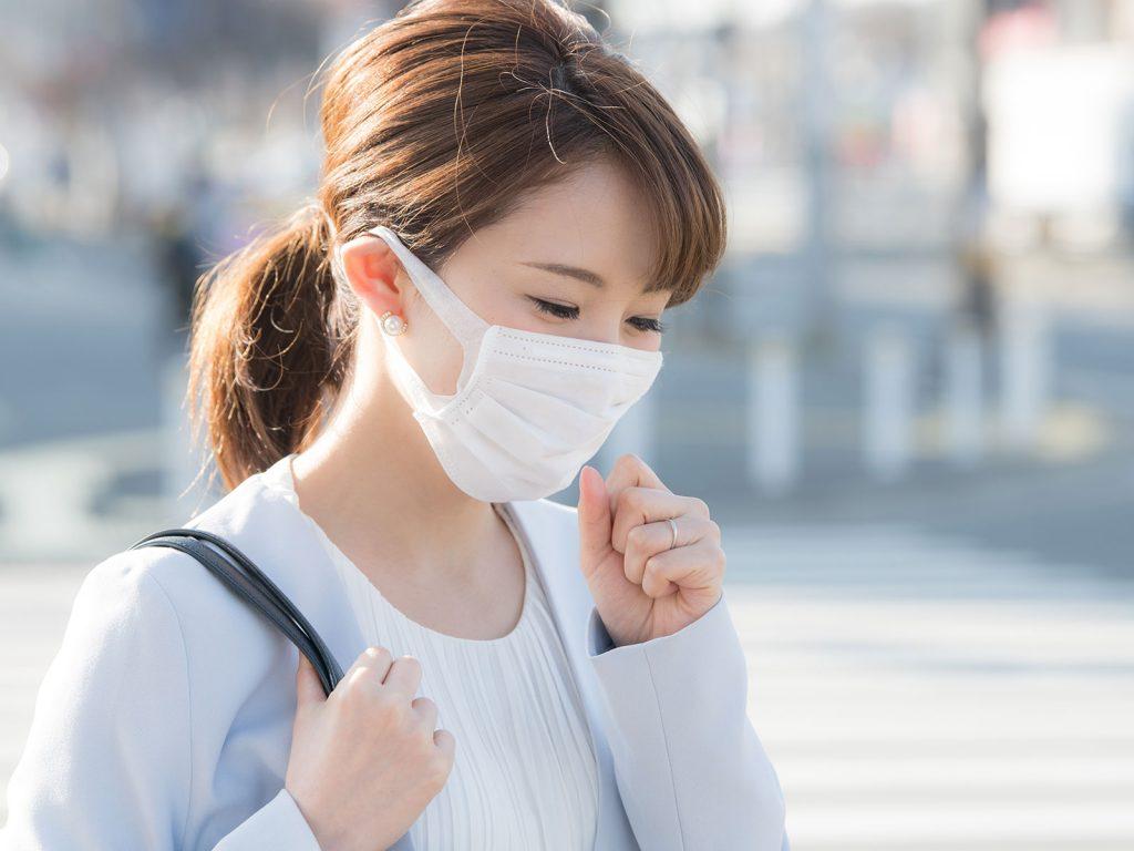 乾燥の季節到来!長引く咳の原因と対策を解説