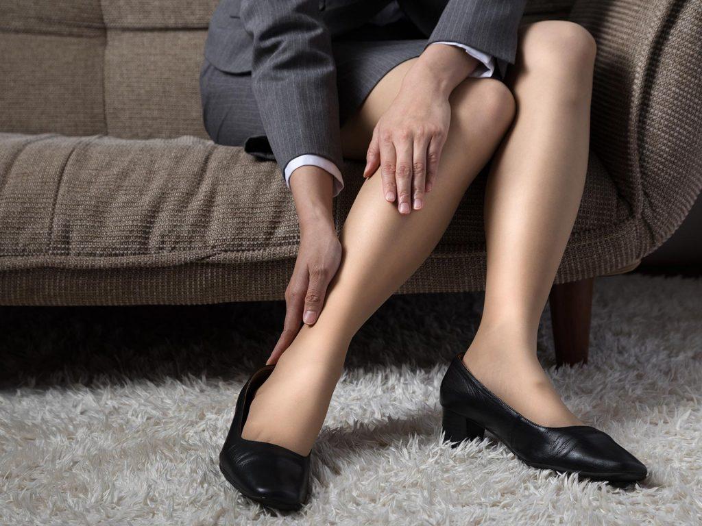 足のむくみやだるさ、「下肢静脈瘤」かも?