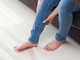 女性に多い「むくみ」の悩み…NG行動と対策